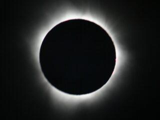 რუსთავი 2-ის სიუჟეტი მზის დაბნელებაზე